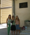 Před farmaceutickou fakultou ve Skopje